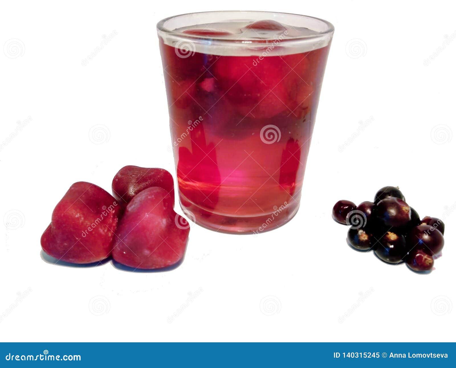 Morceaux de flotteur de jus de glace en verre avec de l eau