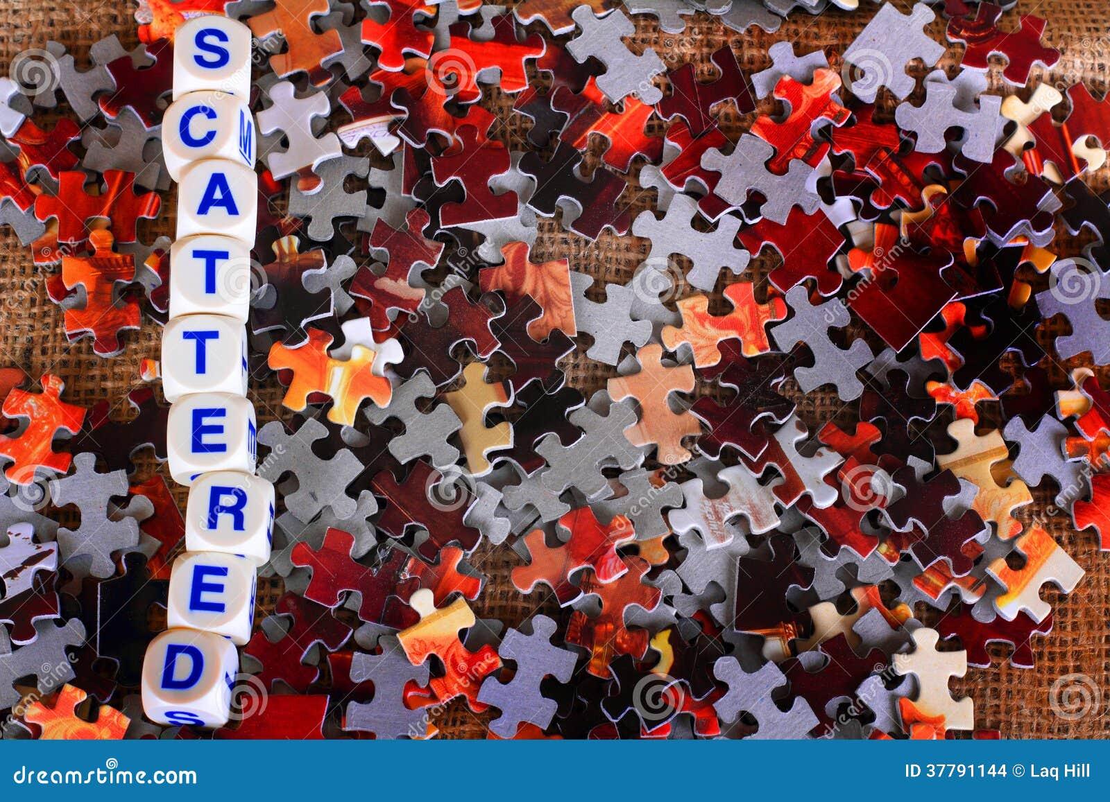 Morceaux dispersés de puzzle