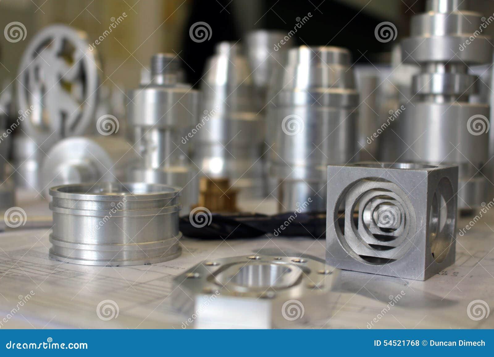 Morceaux en métal