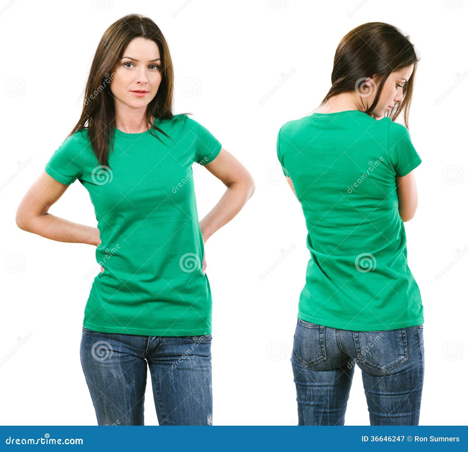 Morena com a camisa verde vazia