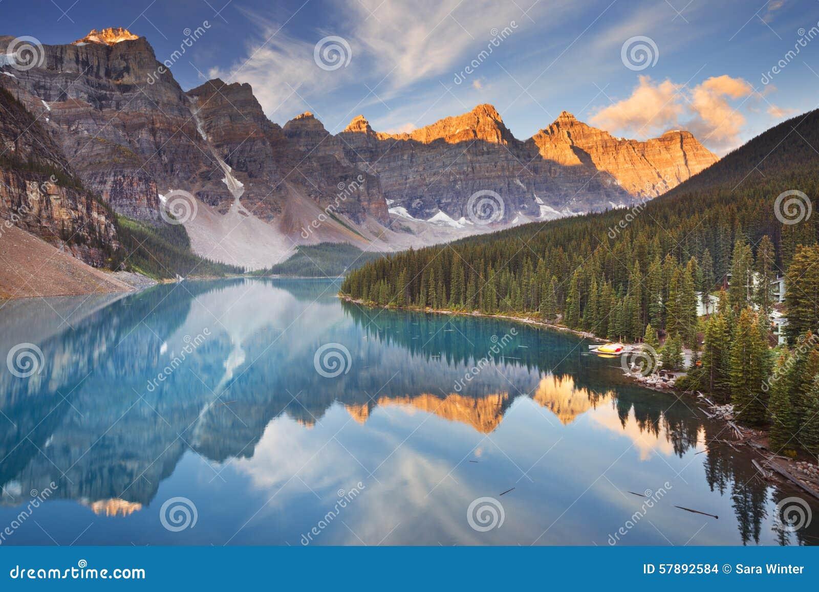 Morenemeer bij zonsopgang, het Nationale Park van Banff, Canada