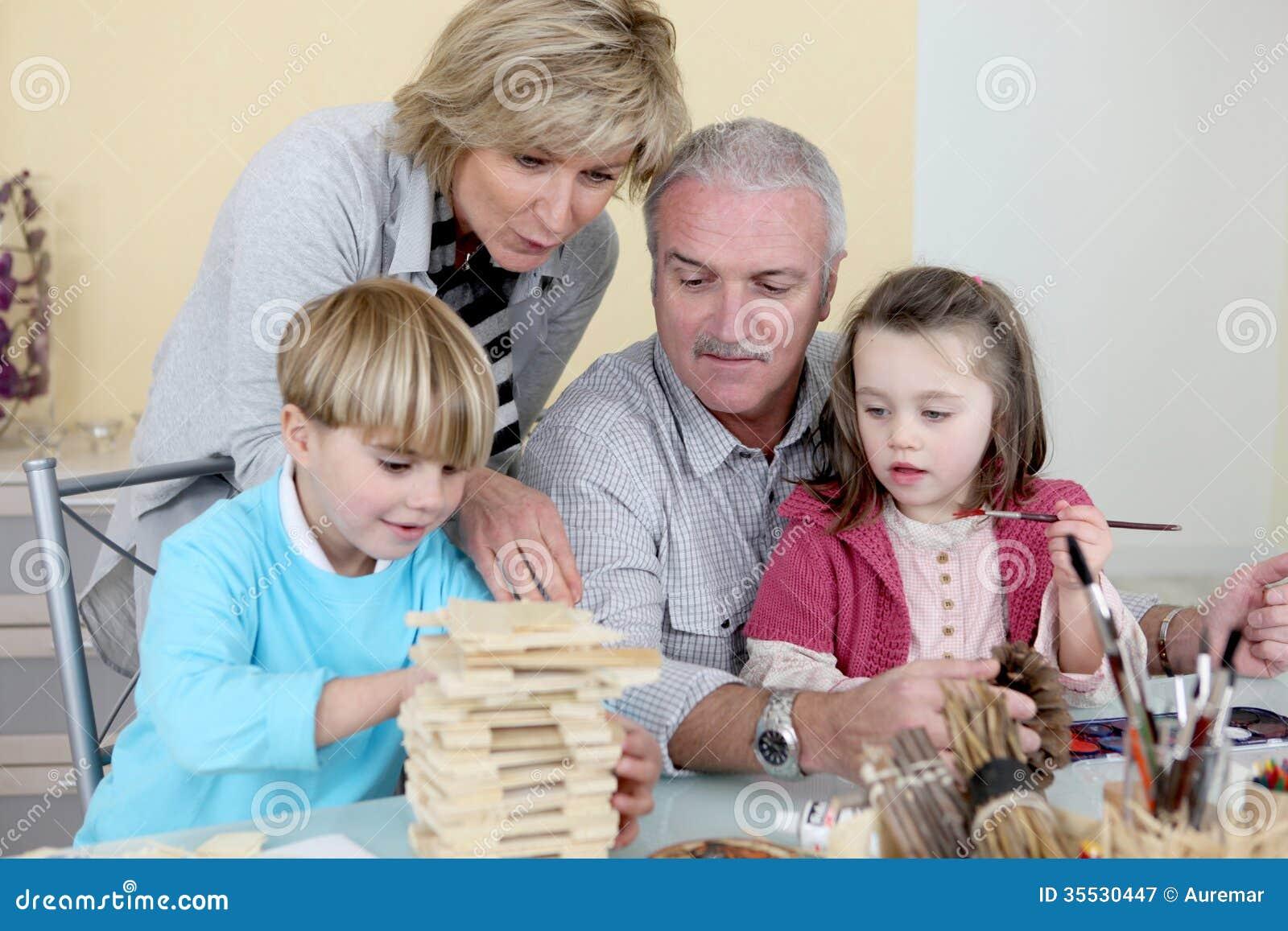 Morföräldrar med barnbarn