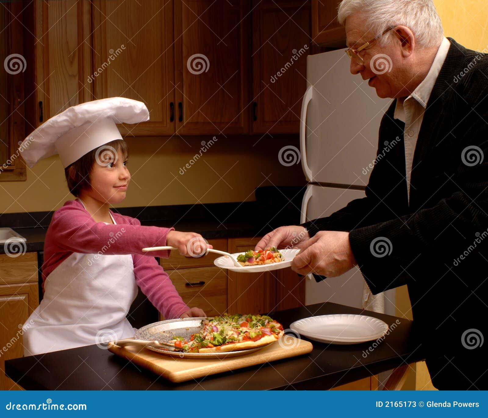 Morfarpizza som tjänar som till