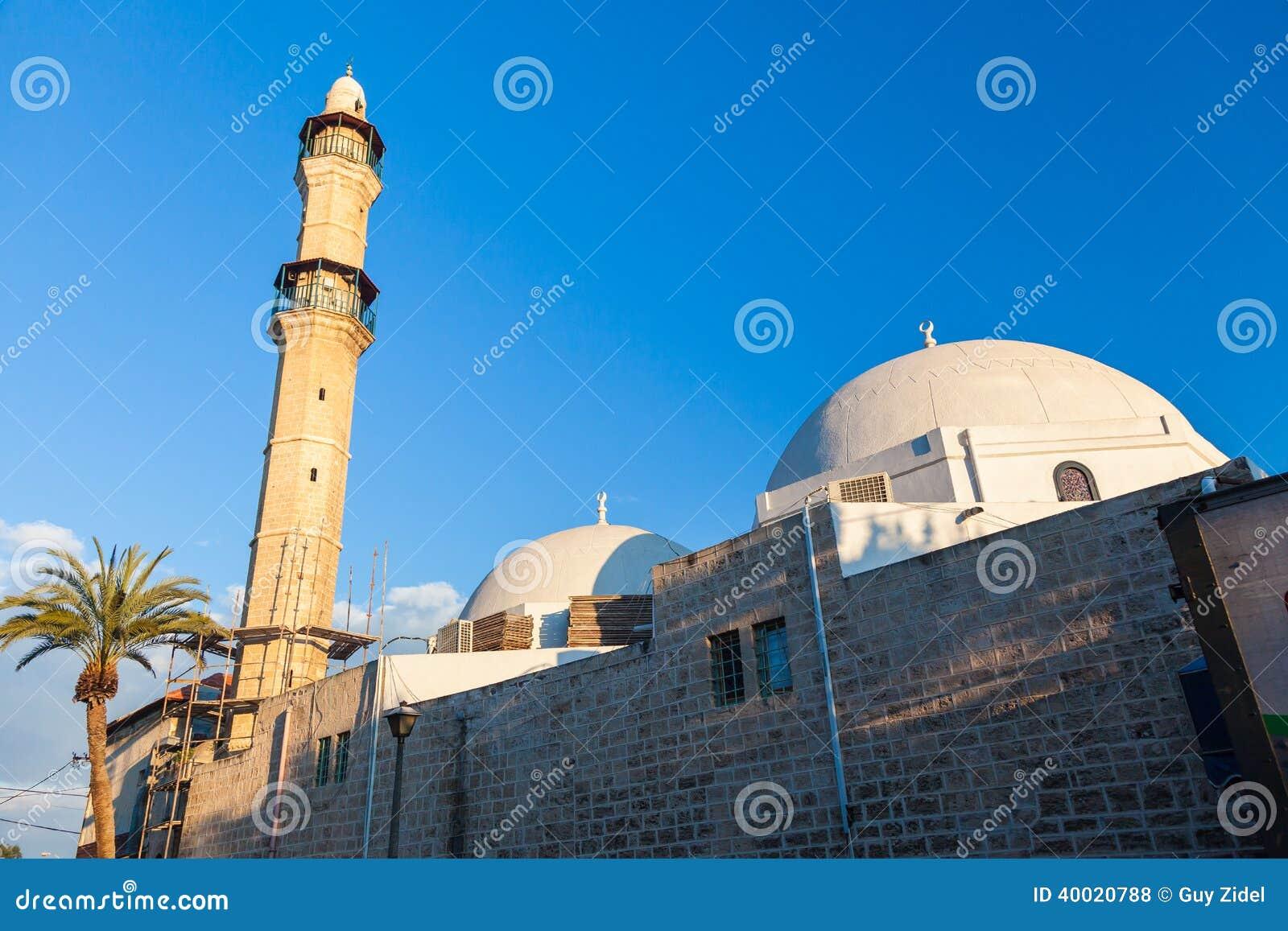 Morgenansicht alter Stadt Jaffas mit alter Moschee auf foregroun