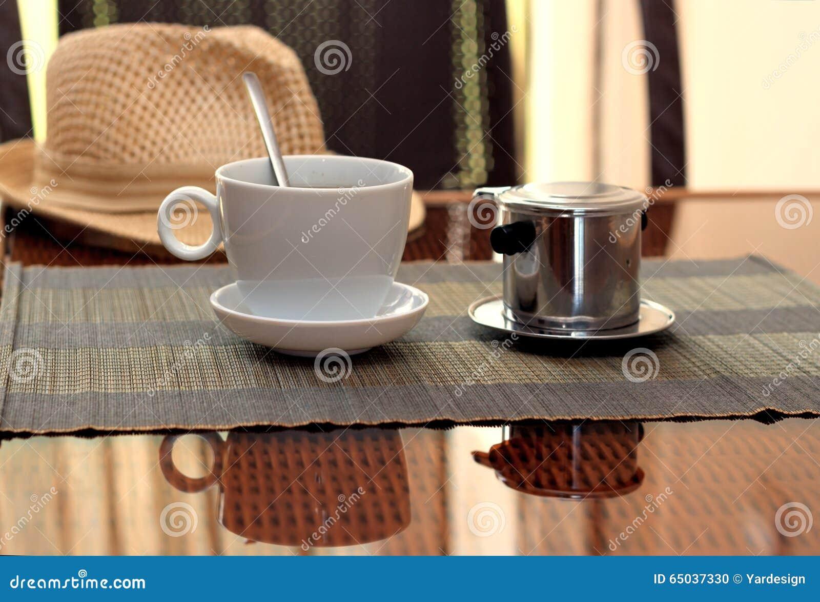 Morgenkaffee Diente Im Vietnamesischen Kaffeefilter Auf