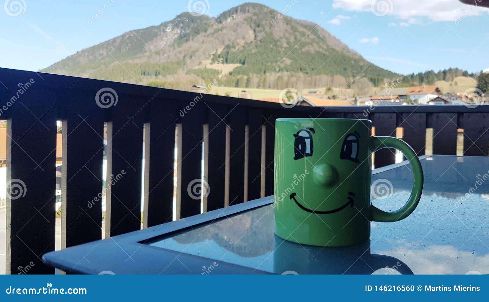 Morgenkaffee mit einer schönen Aussicht