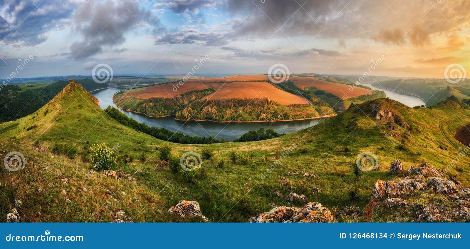 Morgenschlucht des Dnister-Flusses