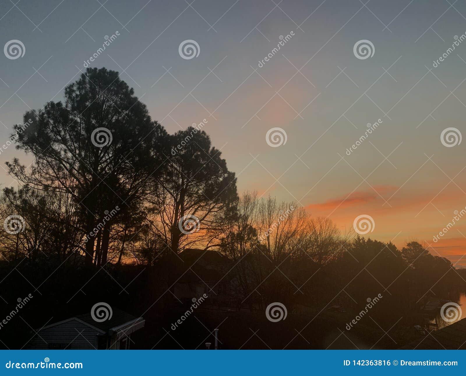 Morgentrugbild schmilzt den Himmel