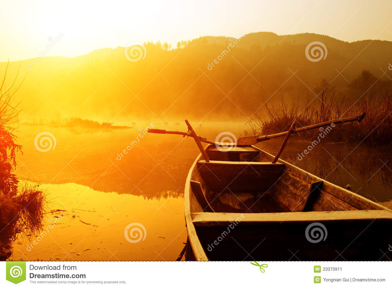 Download Morning, The Lake And Boats Stock Image - Image of autumn, recreation: 23370911