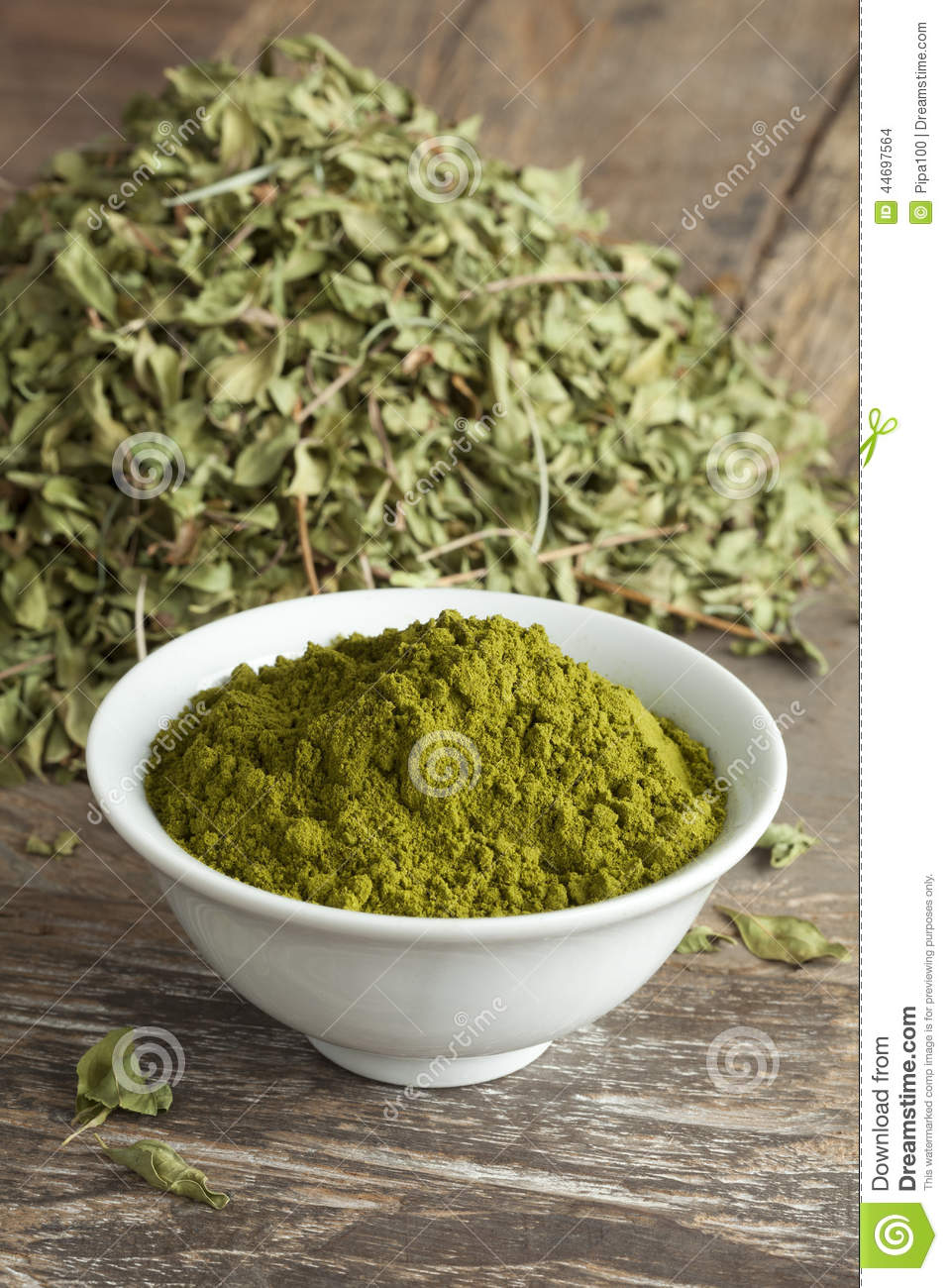 Moroccan henna leaves and powder