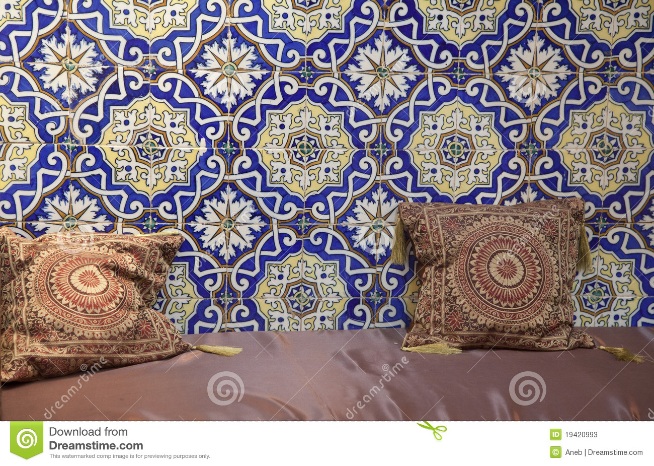 Amazing Moroccan living room with silk cushions and seat. 1300 x 925 · 704 kB · jpeg