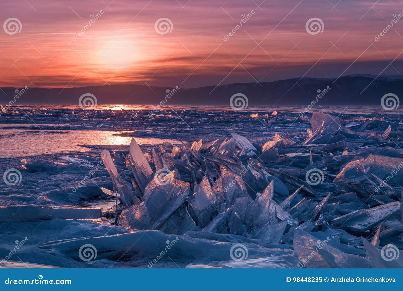 Morones del hielo del lago Baikal