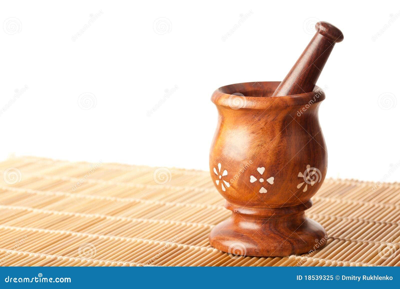 mortier en bois avec le pilon image stock image du personne simple 18539325. Black Bedroom Furniture Sets. Home Design Ideas