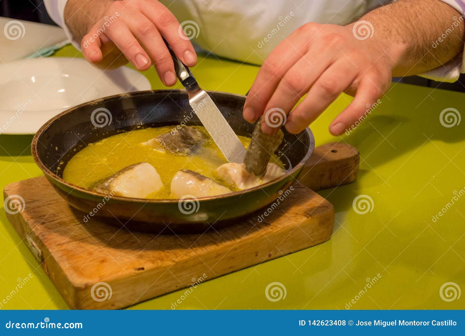 Morue avec de la sauce à fenouil