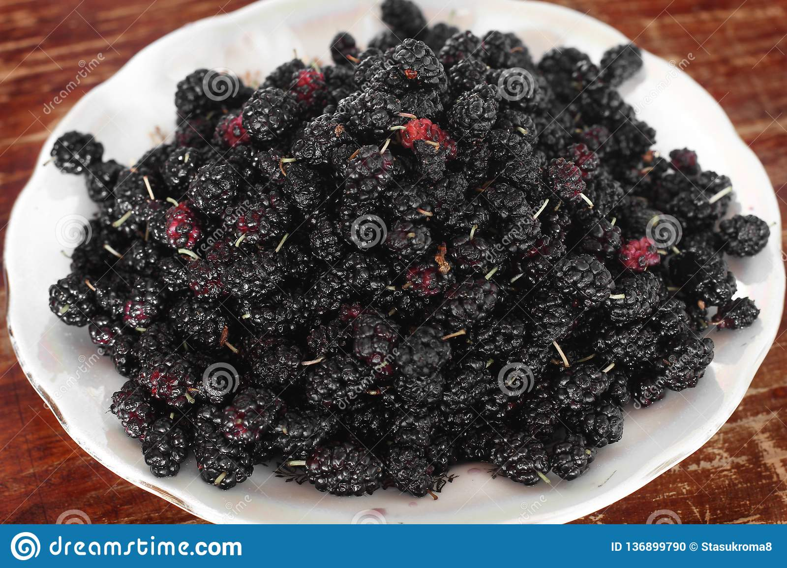 Morus. Mulberry on a plate
