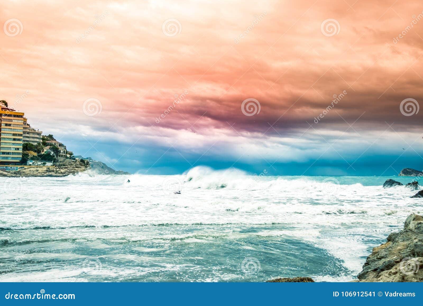 Morza Śródziemnomorskiego wybrzeże w Finestrat i Benidorm wyspie