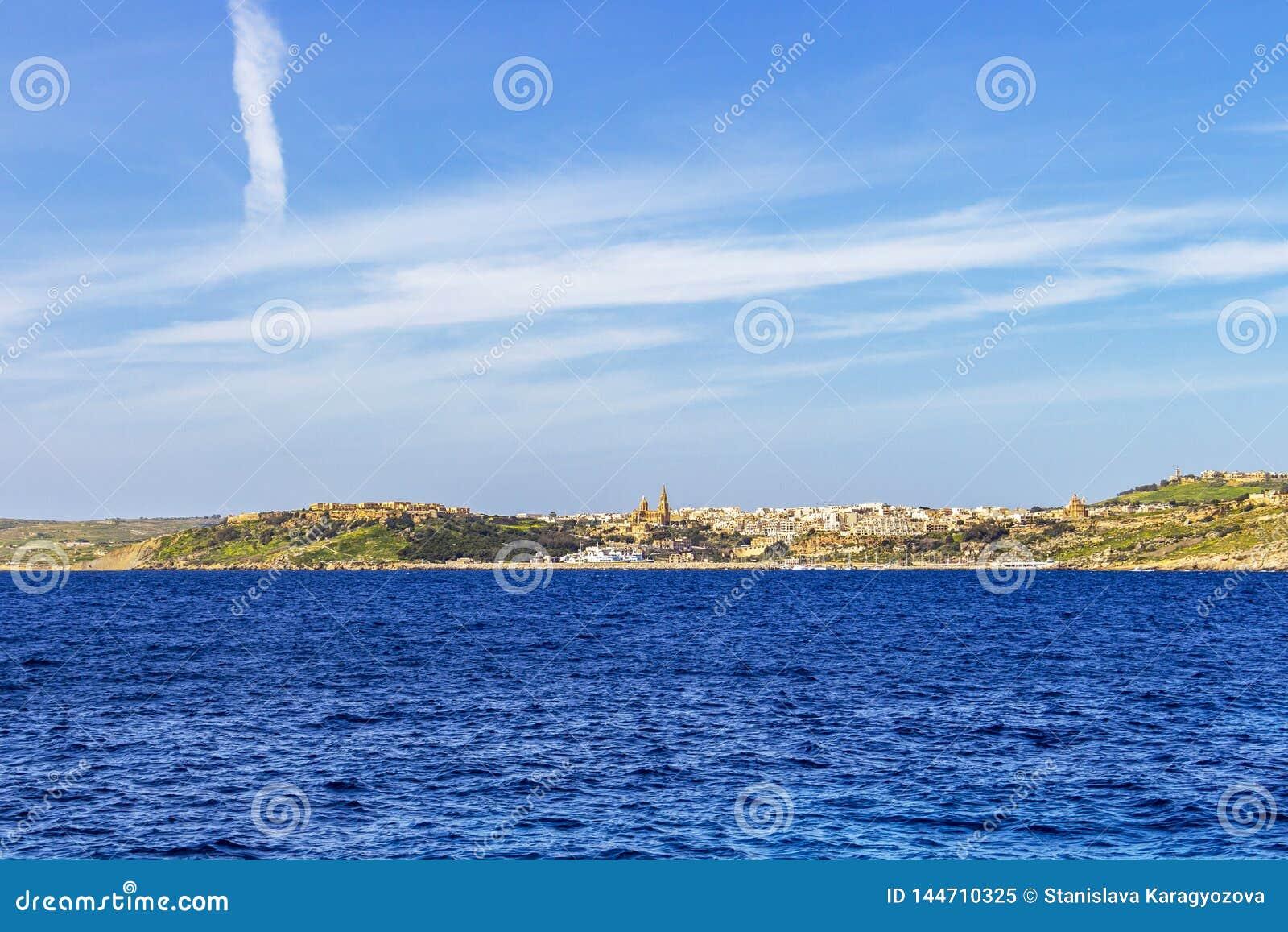 Morze Śródziemnomorskie widok Mgarr w Gozo, Malta