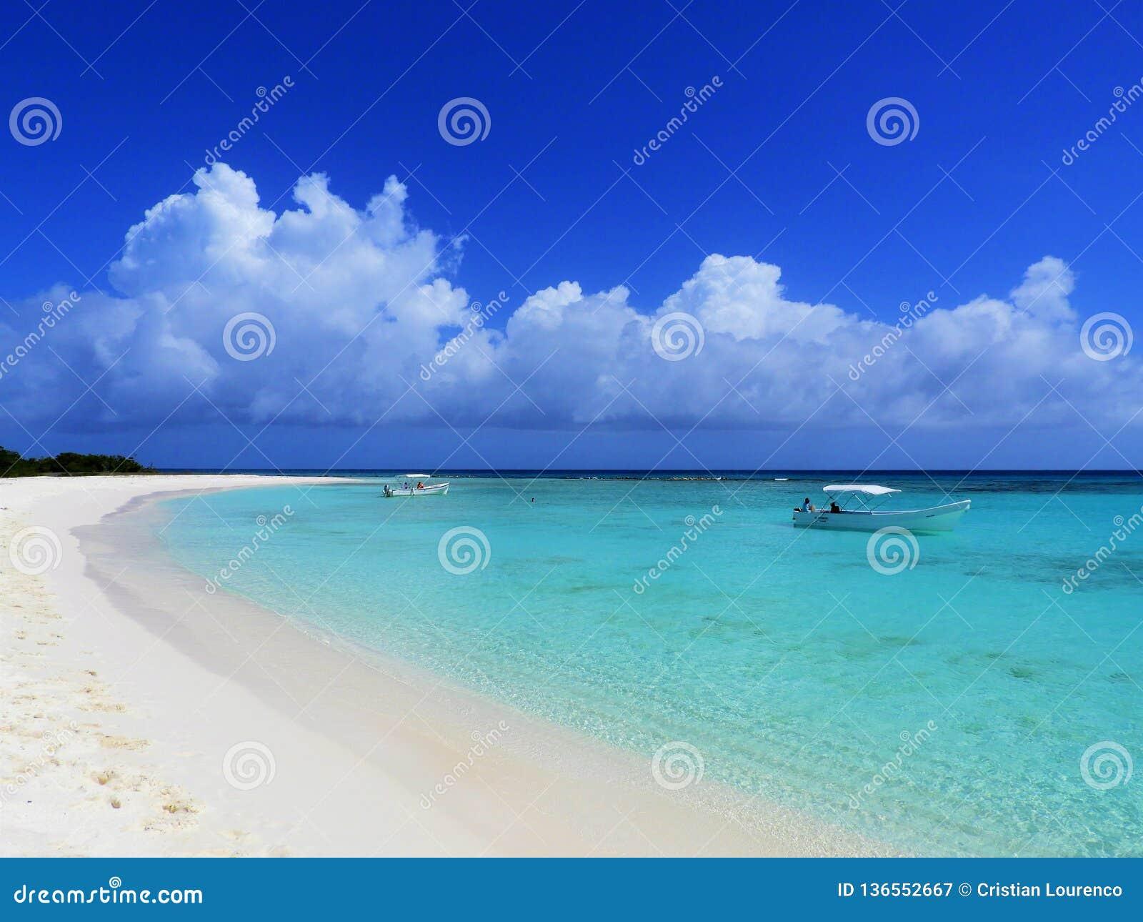 Morze Karaibskie, Los Roques Być na wakacjach w błękitnych dennych i opustoszałych wyspach