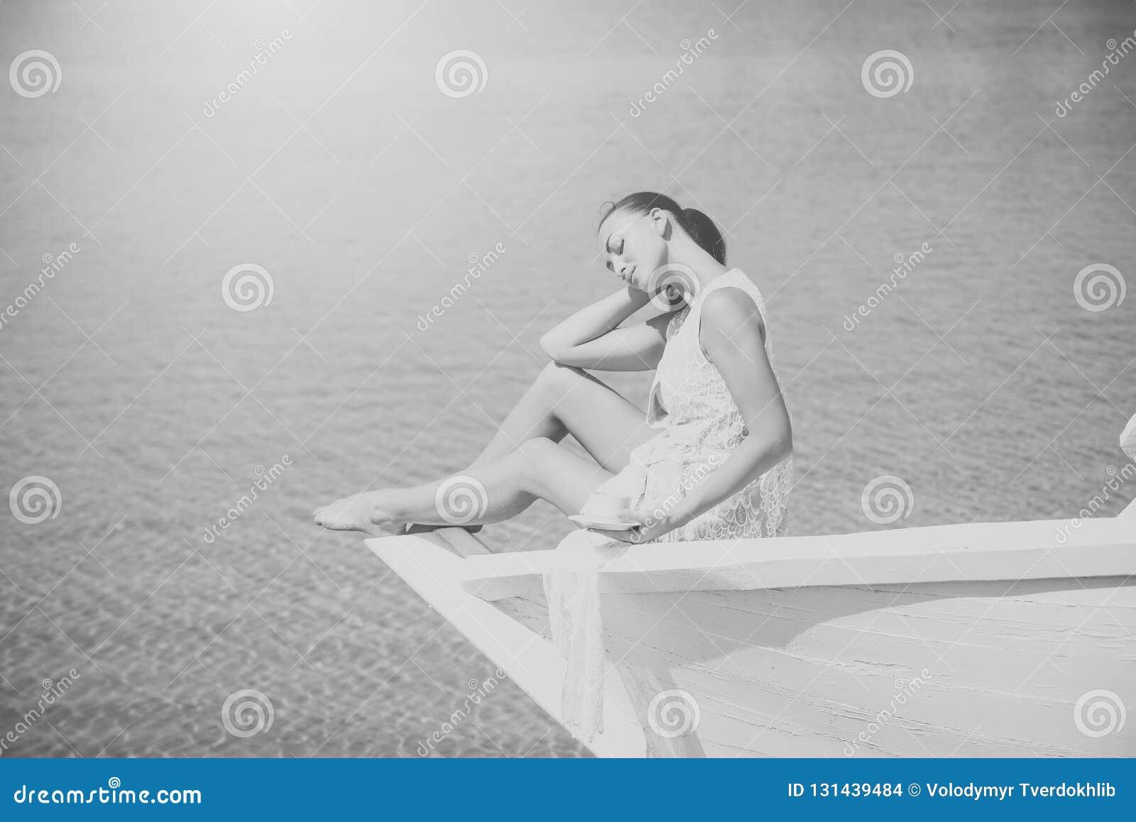 Morze, ocean lub pić kobieta