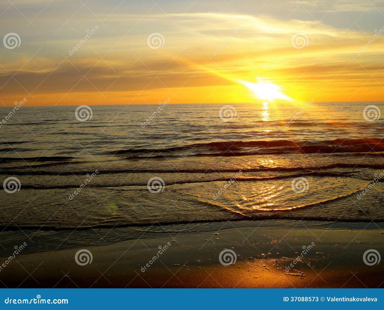 Download Morze przy zmierzchem obraz stock. Obraz złożonej z spokój - 37088573