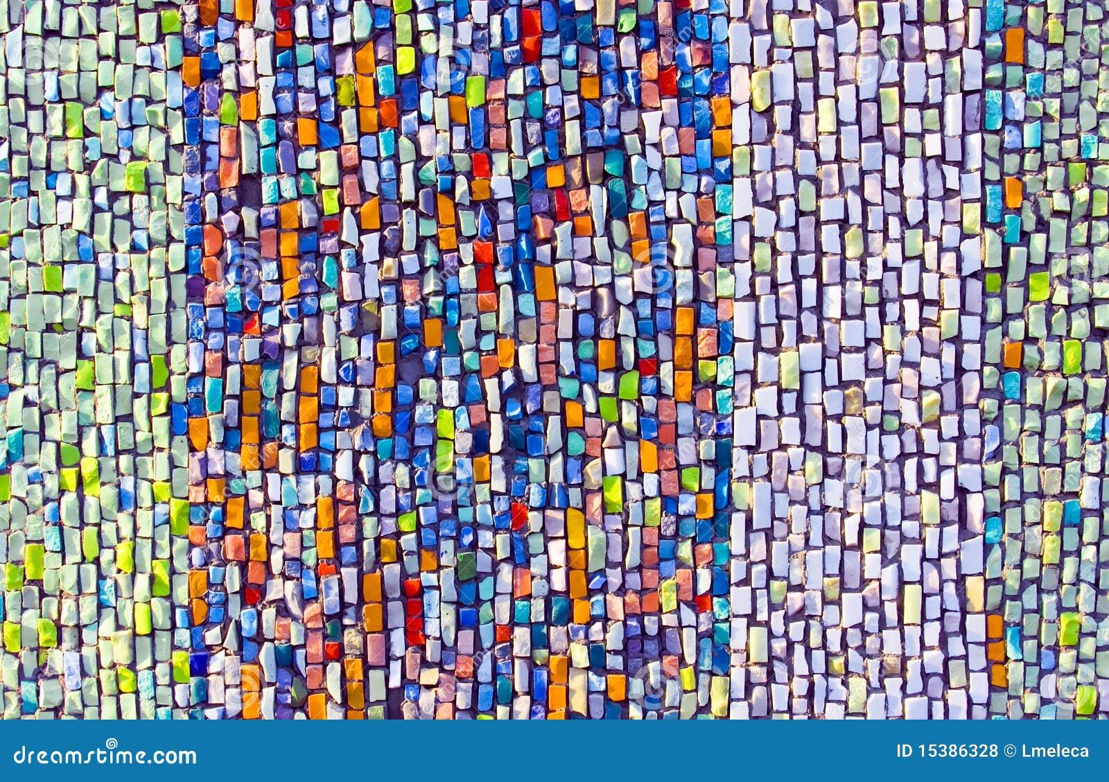 Mosa que argile color e sur le mur photos libres de droits - Mosaique sur mur exterieur ...