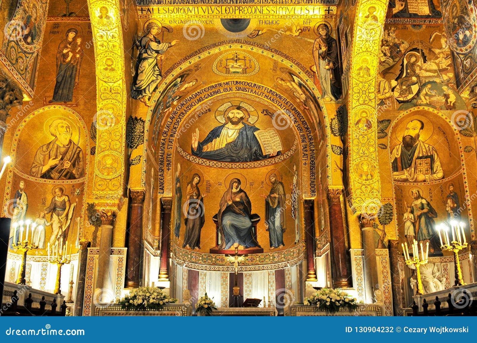 Mosaico de oro en la iglesia de Martorana del La en Palermo Italia