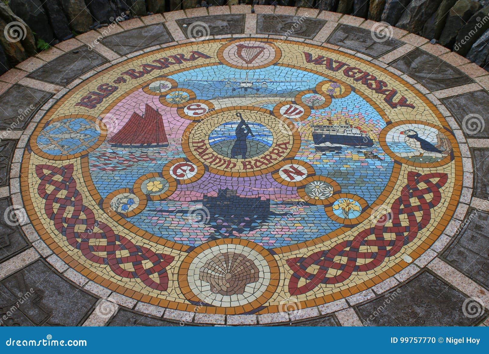Mosaico decorativo del suelo de baldosas