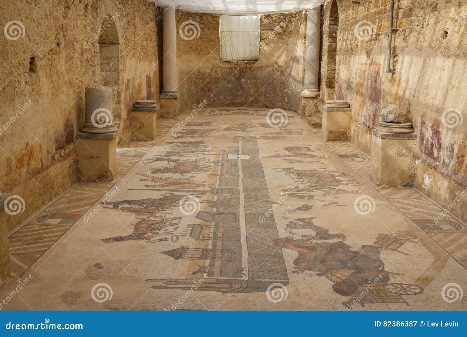 Mosaisk garnering av fördärvar av den forntida villan Romana del Casale