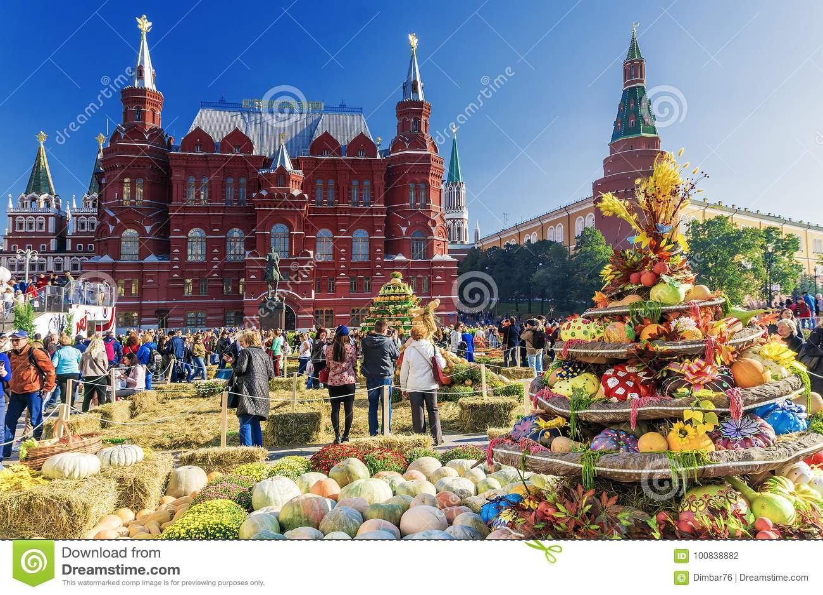 MOSCÚ, RUSIA 24 DE SEPTIEMBRE DE 2017: Autumn Festival de oro en