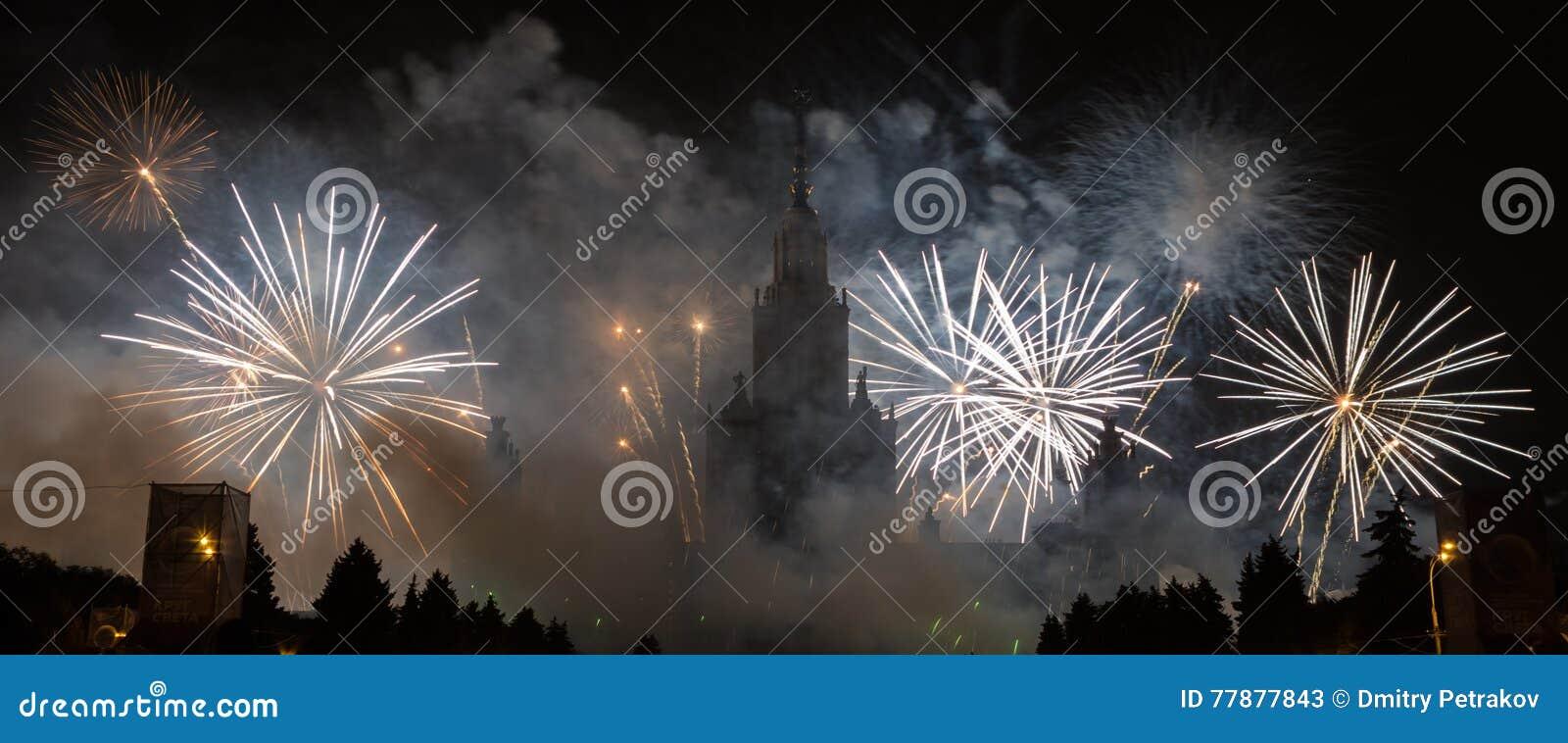 Moscú, Rusia - 25 De Septiembre De 2016: Fuegos Artificiales En El Festival Foto de archivo editorial