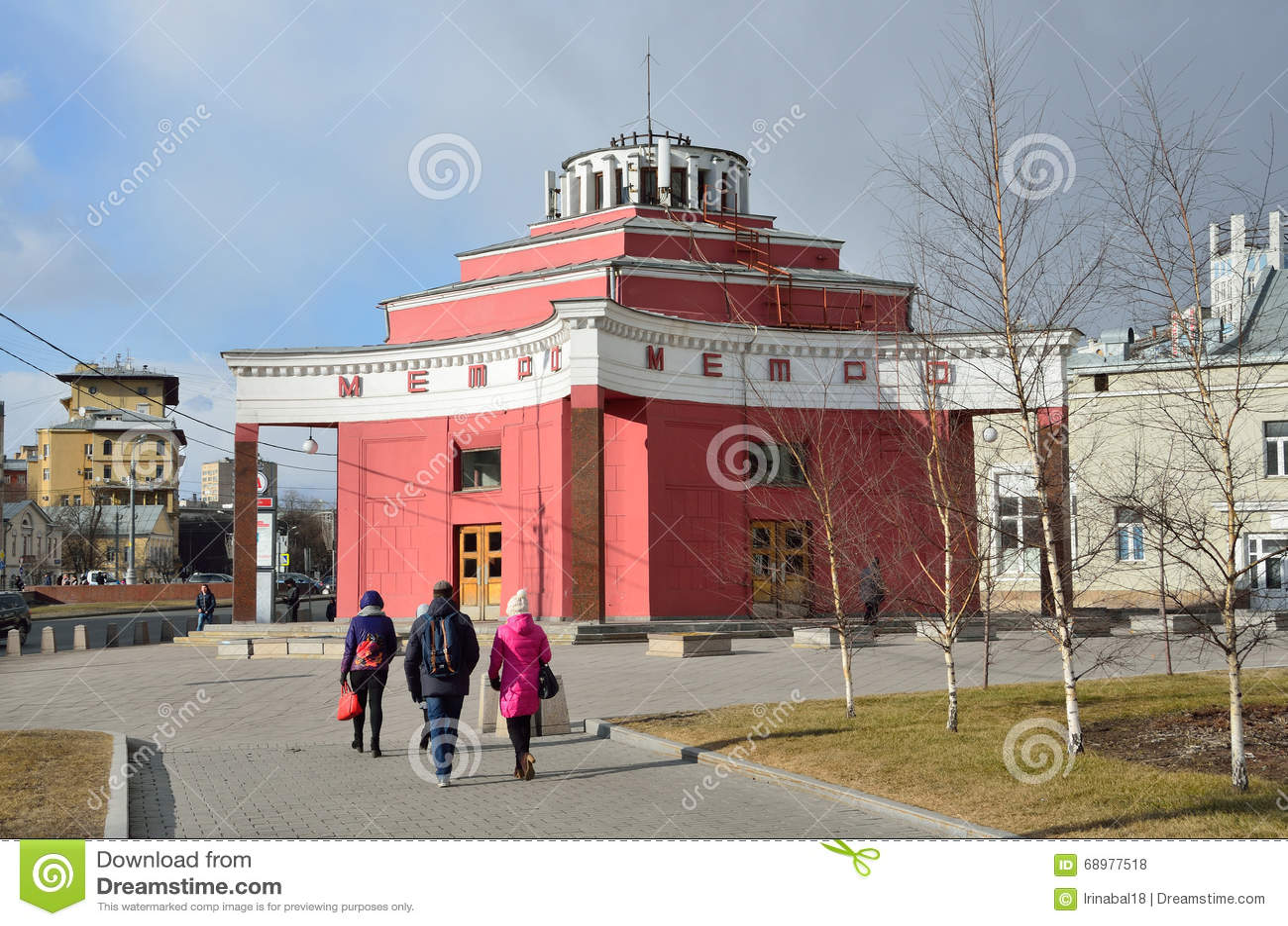 Moscú, Rusia, marzo, 20, 2016, la entrada a la estación Arbatskaya en Arbatsko-PokrovskayaFilevskaya yo