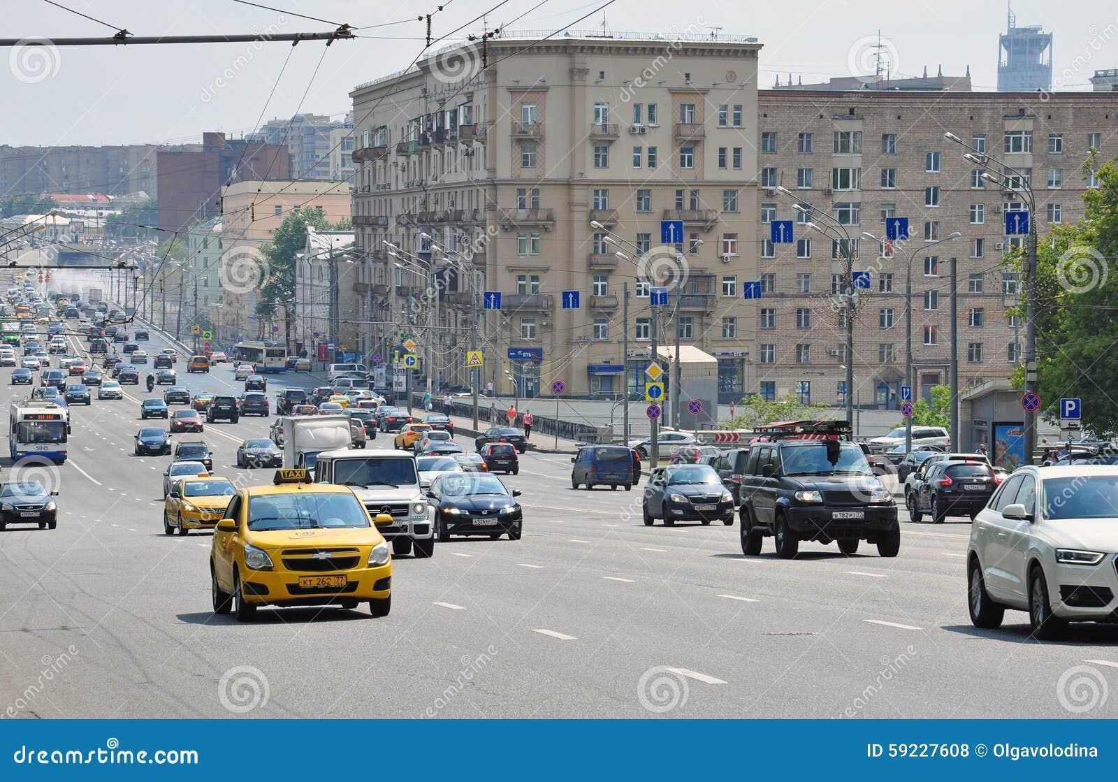 Download MOSCÚ, RUSIA - 15 06 2015 Tráfico En El Anillo Del Jardín Koltso De Sadovoe - Calle Principal Circular En Moscú Central Foto de archivo editorial - Imagen de carro, moscú: 59227608