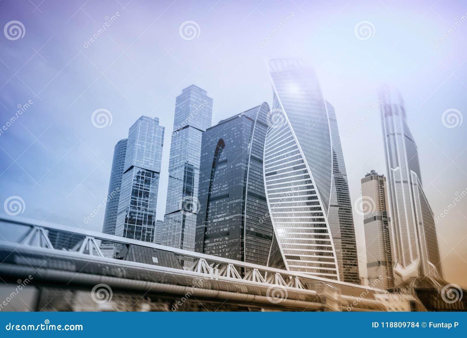 Mosca - costruzioni del centro di affari della città fondo di doppia esposizione per il concetto di finanza e di affari