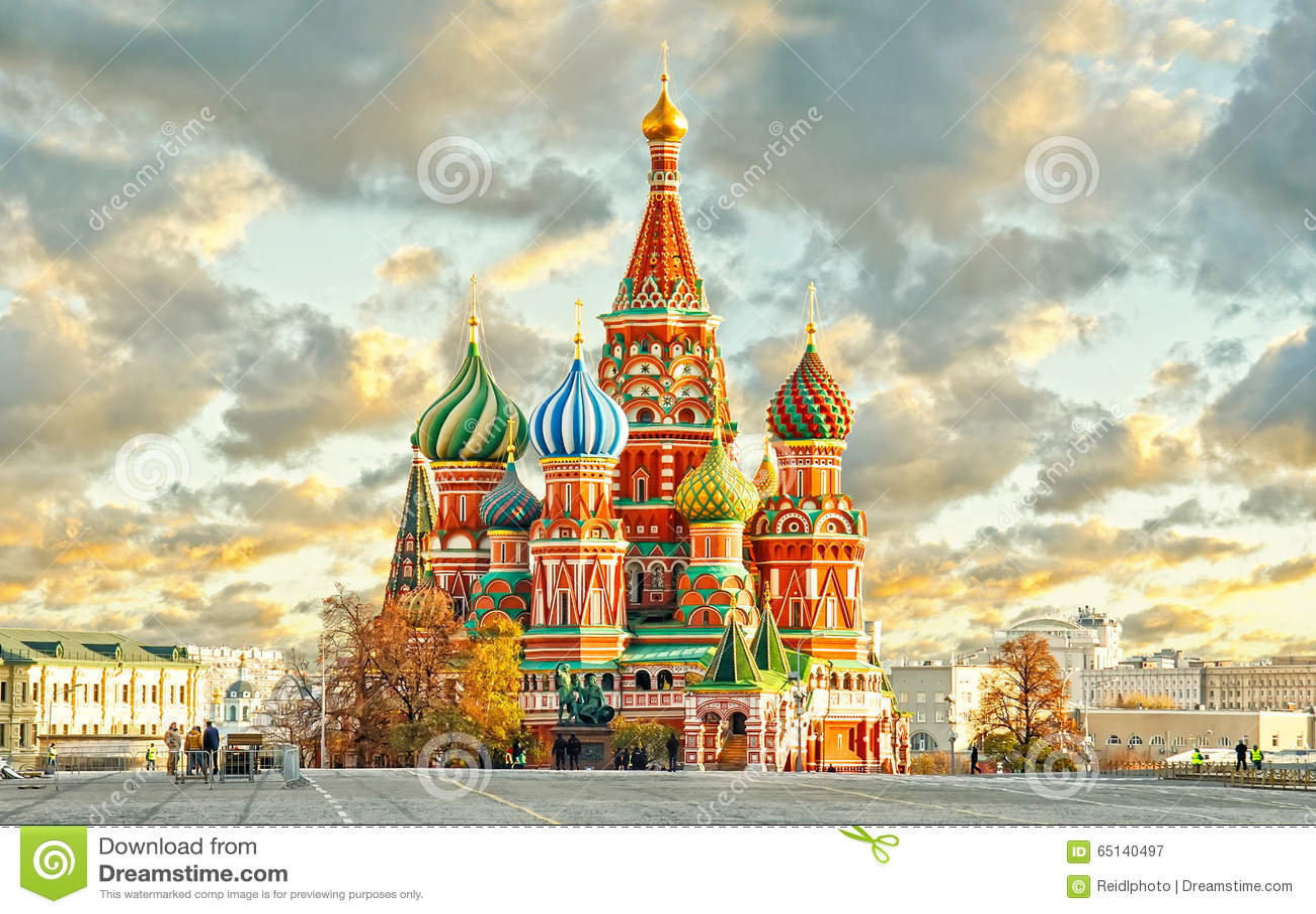 MOSCA, la RUSSIA, vista della cartolina del quadrato rosso e st BASILICO cahtedral