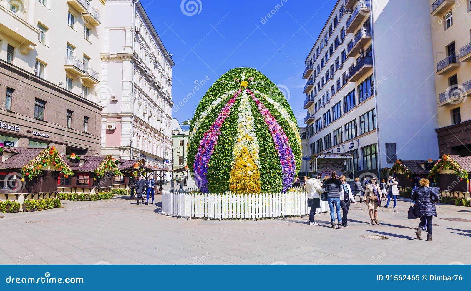 MOSCA, RUSSIA 11 APRILE 2017: un uovo di Pasqua gigante nel Kamerge