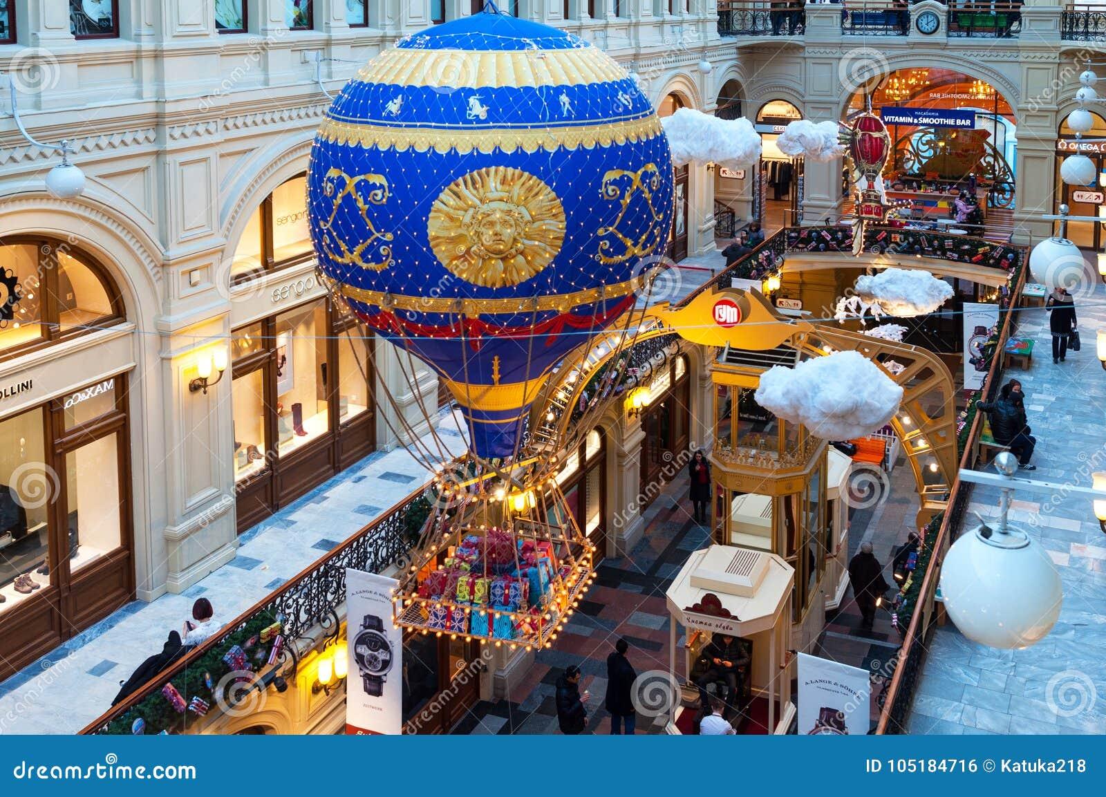MOSCA, RUSSIA - 3 DICEMBRE 2017: ` S del nuovo anno e decorazione di Natale della GOMMA a Mosca, Russia