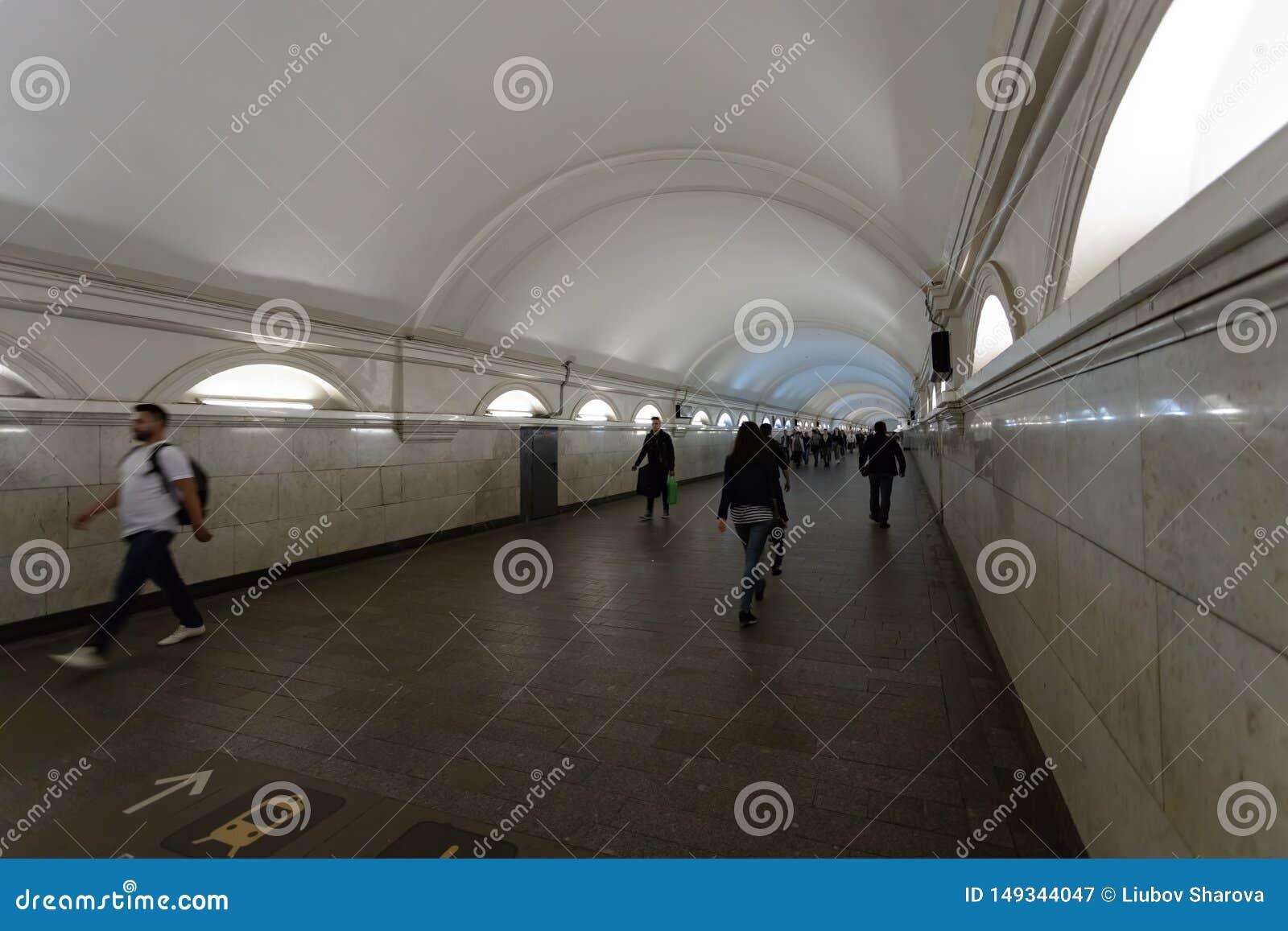 Mosca, Russia pu? 25, 2019 transizioni dalla stazione della metropolitana di Paveletskaya alla stazione della metropolitana sulla