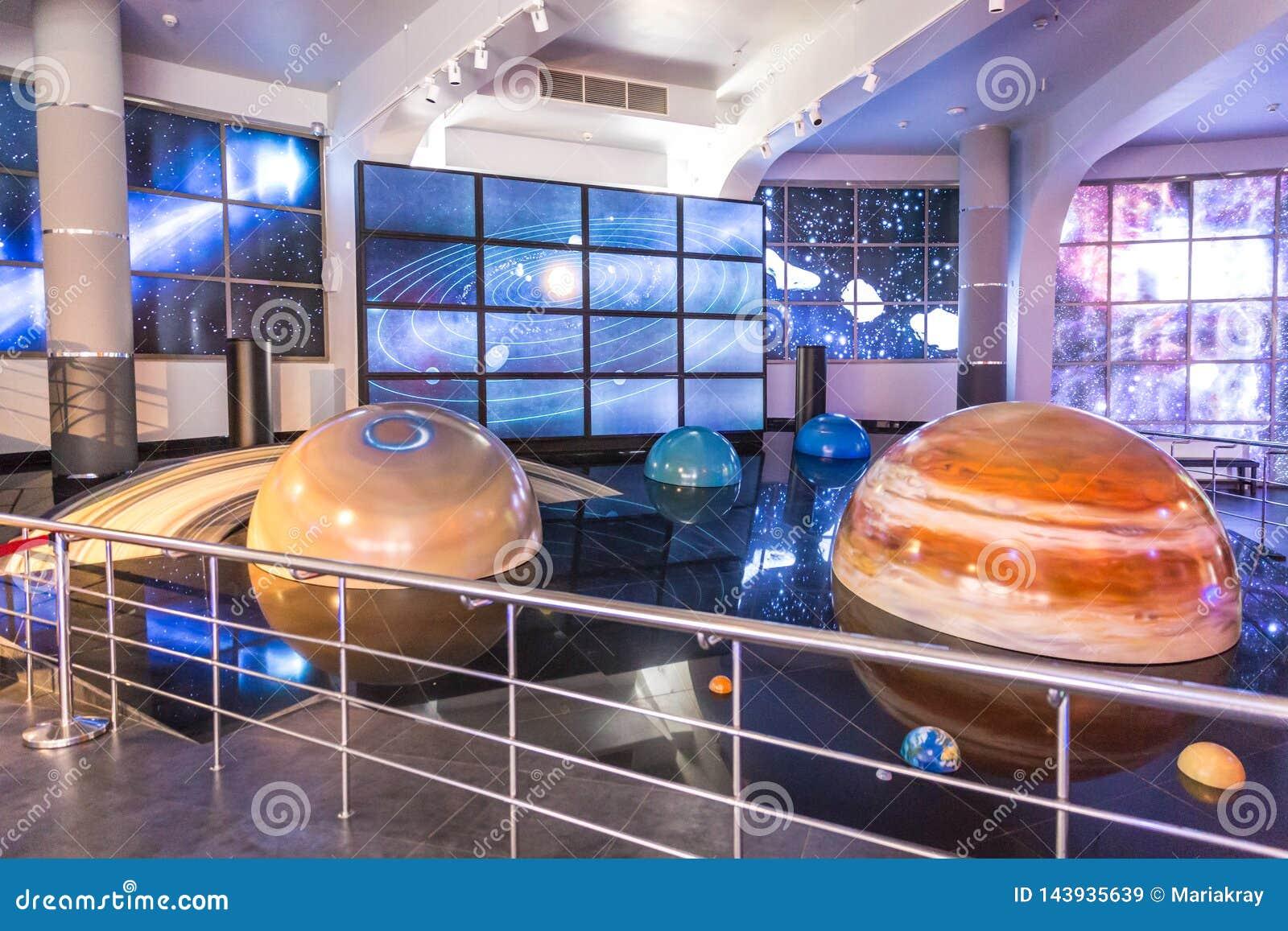 MOSCA, RUSSIA - 28 SETTEMBRE: Mostra nel planetario di Mosca il 28 settembre 2014 a Mosca Uno del mondo