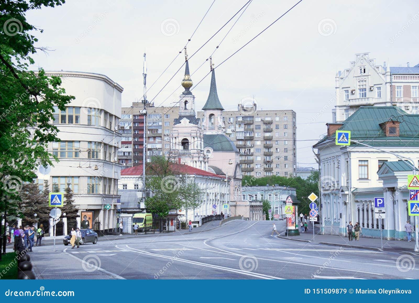 MOSCA RUSSIA Uno di vecchia via centrale