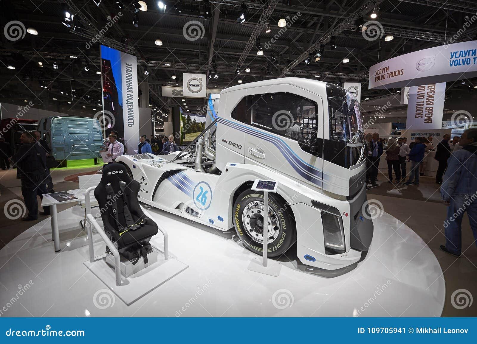 MOSCA, 5 SETTEMBRE, 2017: Vista sulla mostra di corsa ad alta velocità del camion della corsa di resistenza di Volvo sulla mostra