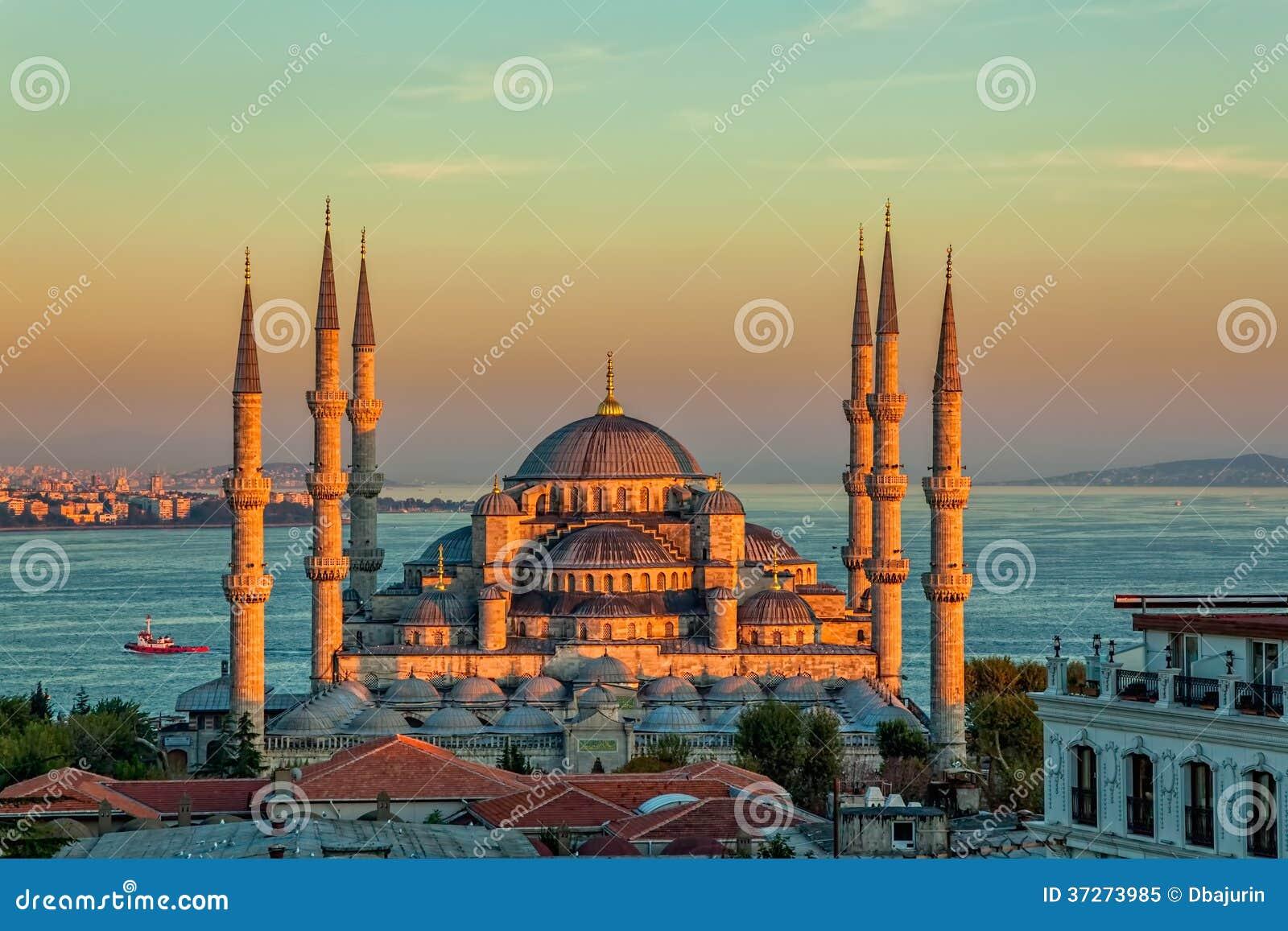 Moschea blu a Costantinopoli nel tramonto