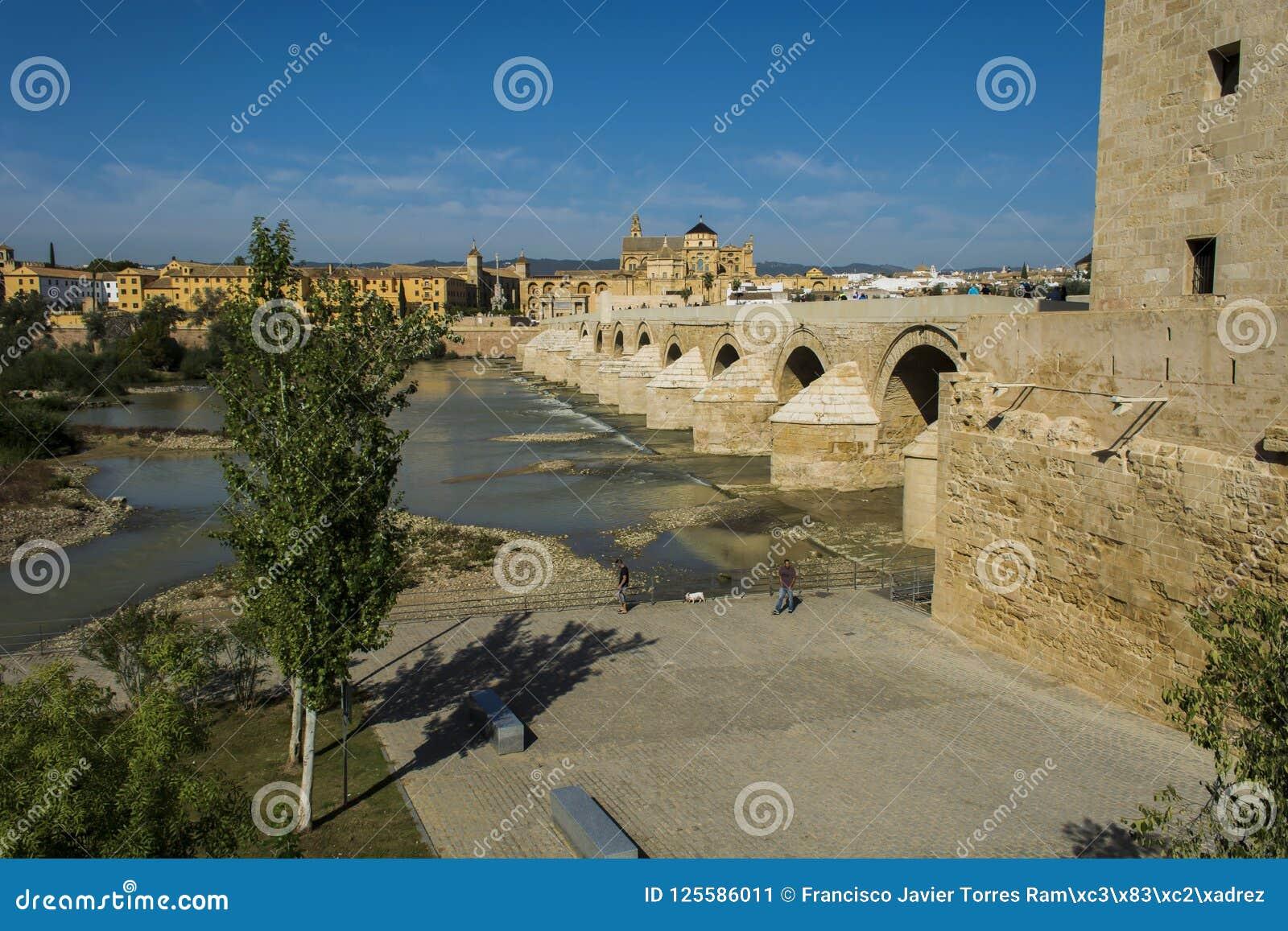 Moschee und römische Brücke von Cordoba