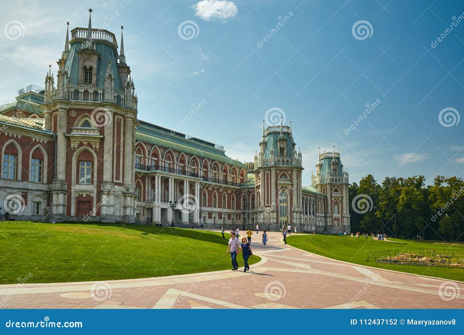 Moscou, Rússia - 19 de julho de 2017: Parque de Tsaritsyno no verão