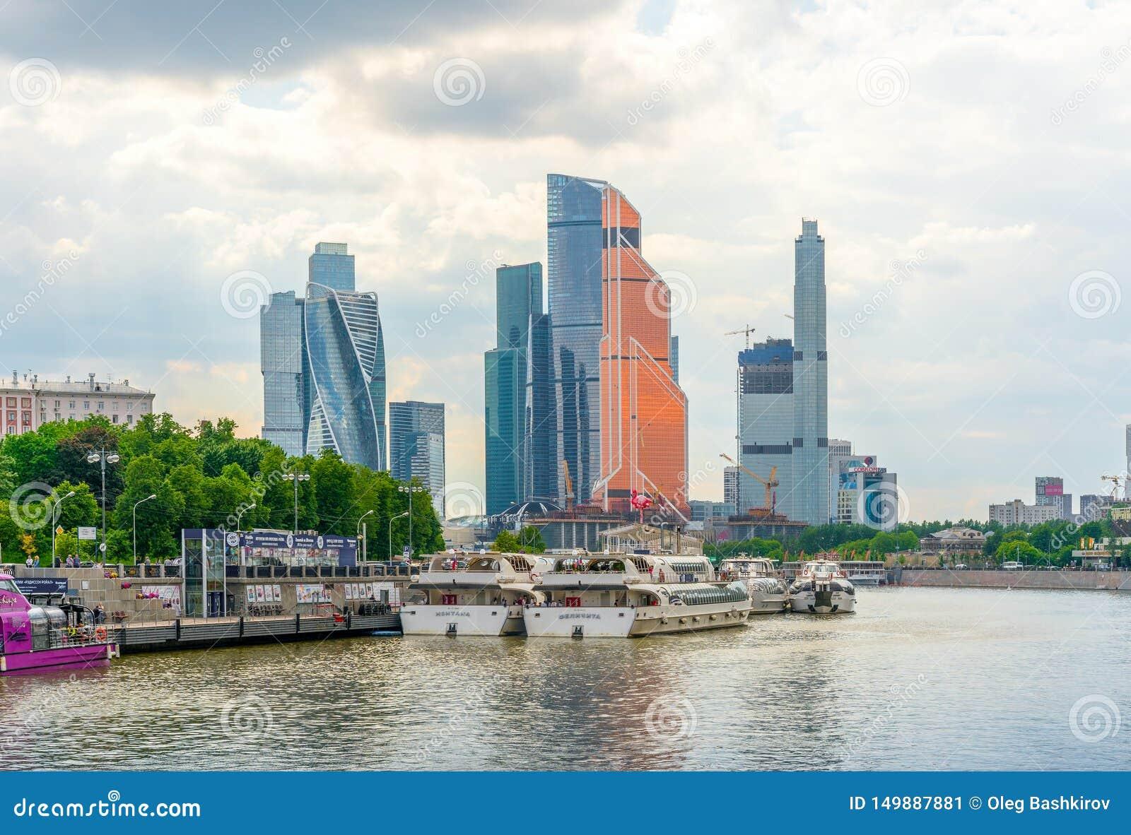 Moscou, Rússia - 26 de maio de 2019: O centro de negócios internacional de Moscou da Moscou-cidade é construções comerciais moder