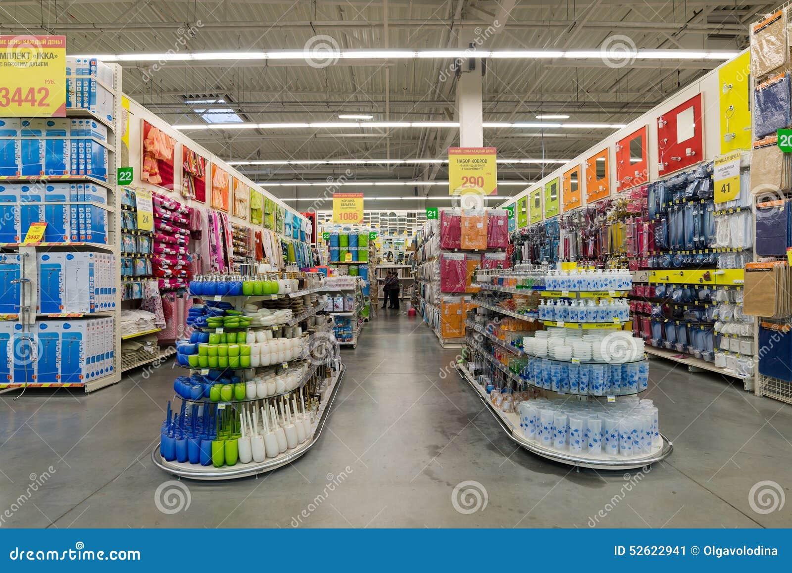 MOSCOU, RÚSSIA   3 DE MARÇO DE 2015 O Interior De Leroy Merlin Store Leroy  Merlin é Uma Casa Melhoria Francesa E Um Retai De Jard. Consumidor, Negócio.