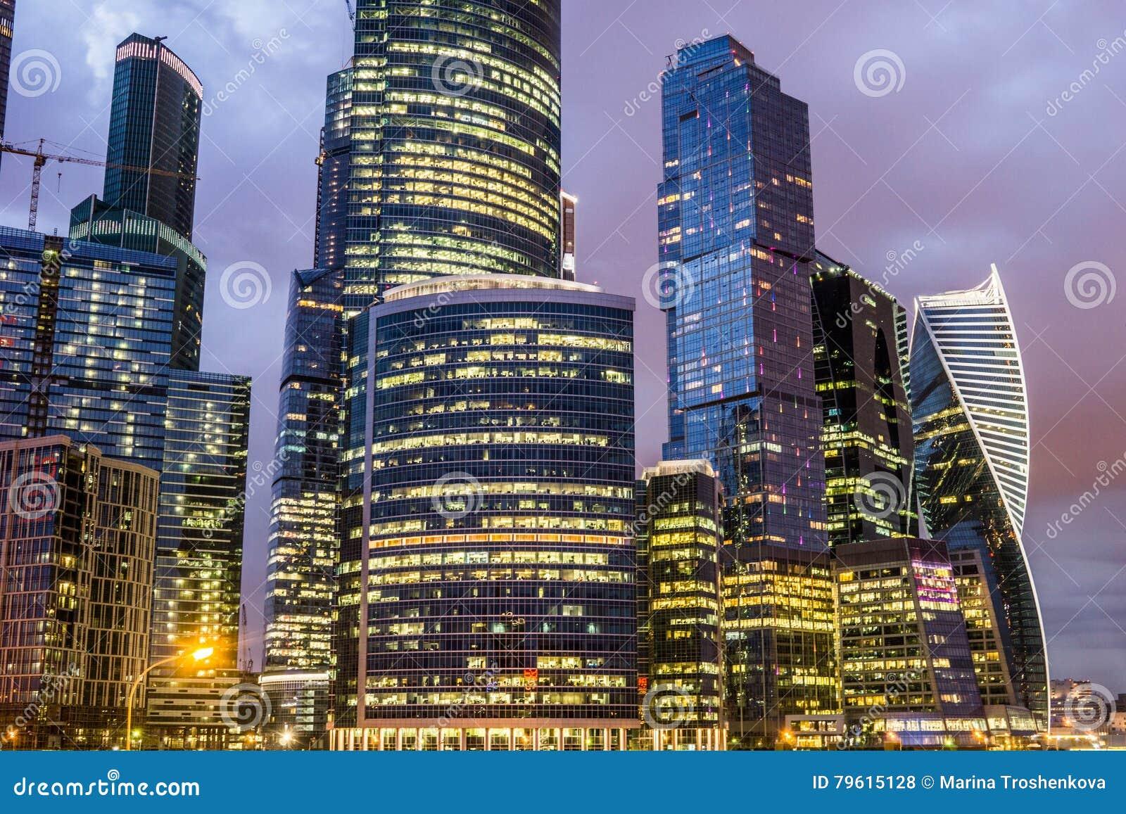 Moscou, Rússia - em julho de 2016 Arranha-céus do centro de negócios da cidade de Moscovo