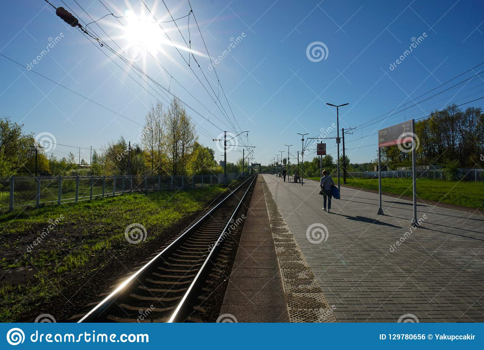 Moscou, Russie - attente du train pour autoguider, périphéries de Moscou