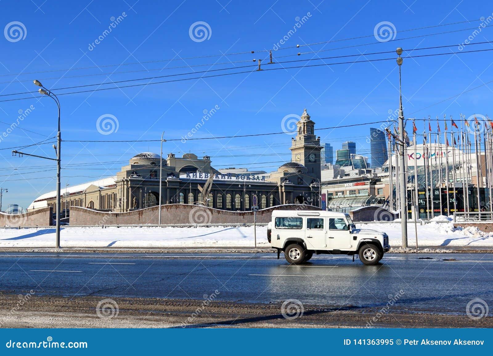 Moscou, Russie - 14 février 2019 : Remblai de Berezhkovskaya, place de l Europe et gare ferroviaire de Kievsky