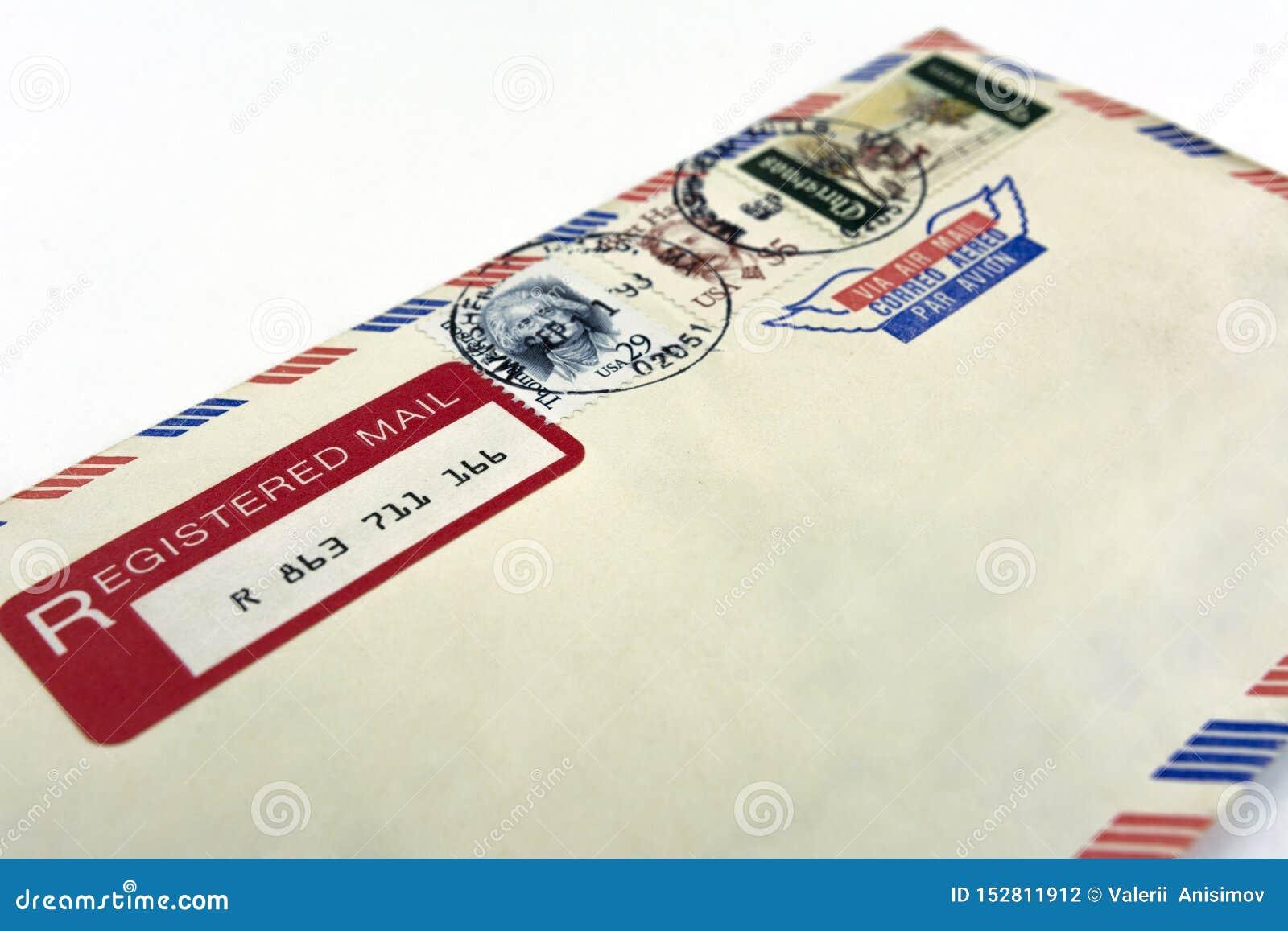 Moscou Russie 8 juillet 2019 Vraie vieille enveloppe après U S courrier recommandé avec les timbres décommandés