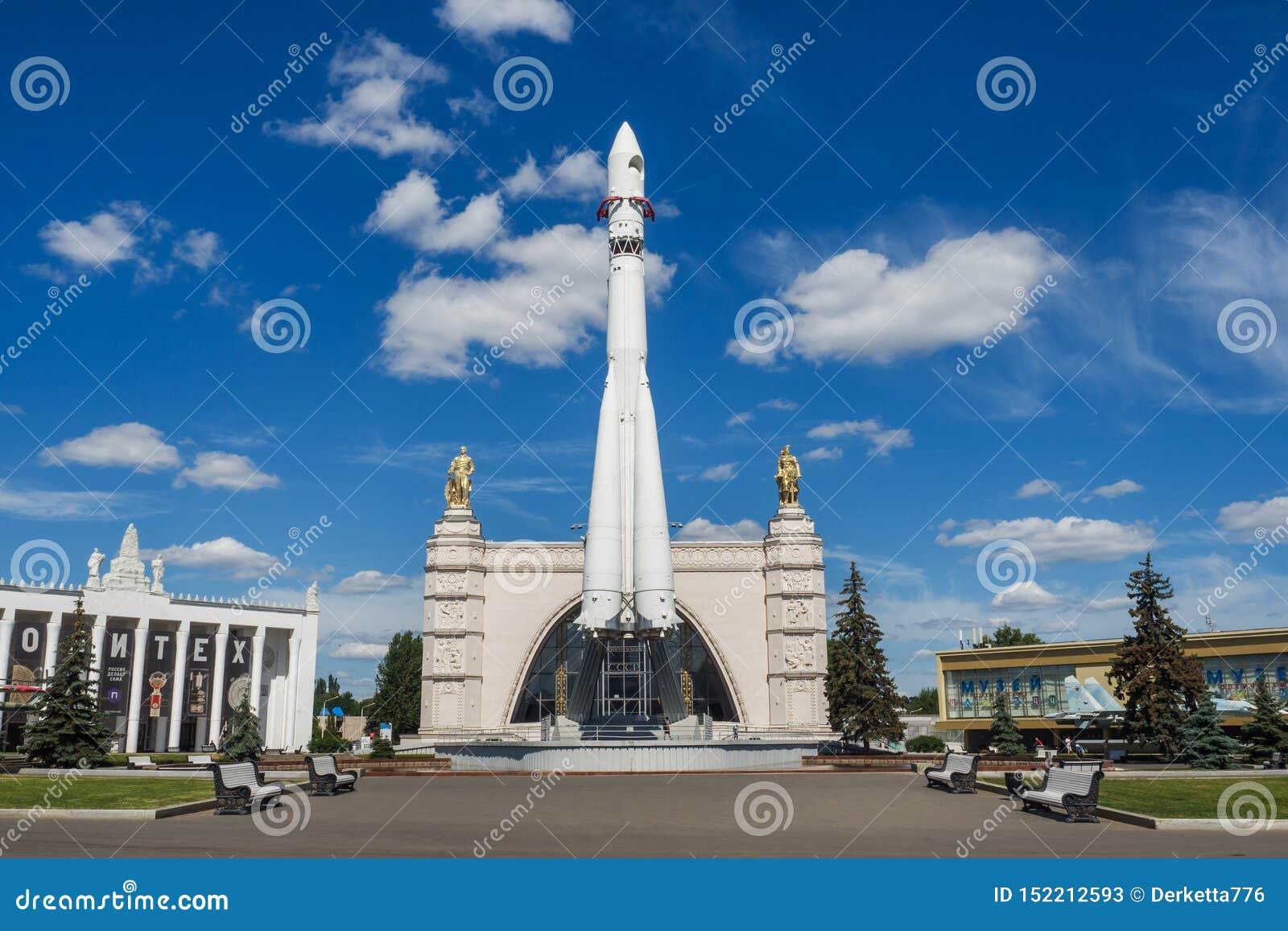Moscou, Russie - 24 juin 2019 : Vaisseau spatial russe Vostok 1, monument de la première fusée soviétique à VDNH l astronautique